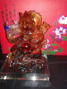 Benda Fengshui Naga Kristal Merah